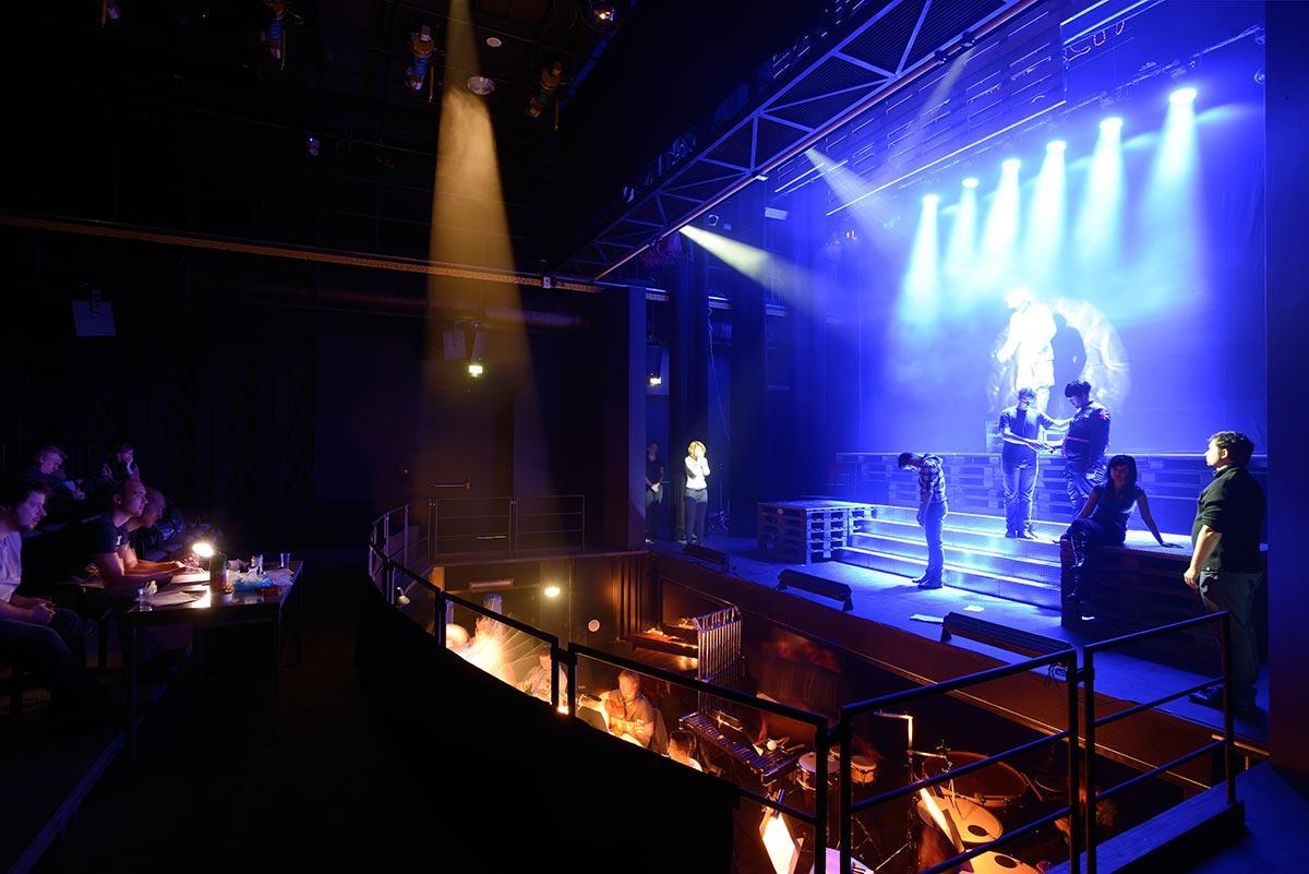 Zkoušení inscenace v Divadle na Orlí
